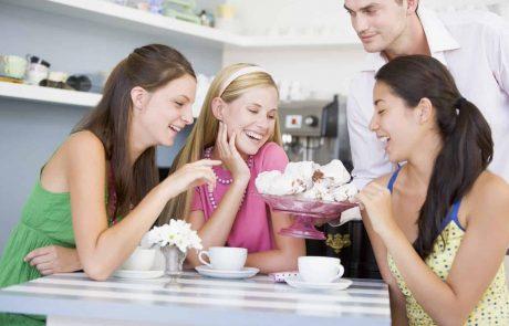 האם טיפ למלצר ייחשב כשכר עבודה